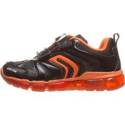 """Sneakersy """"Android"""" w kolorze czarno-pomarańczowym. Brązowe trampki i tenisówki chłopięce Geox Kids, z gumy. W wyprzedaży za 125.95 zł."""