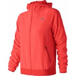 New Balance WJ83133FLM. Czerwone kurtki sportowe damskie New Balance, na jesień, z materiału. Za 349.99 zł.