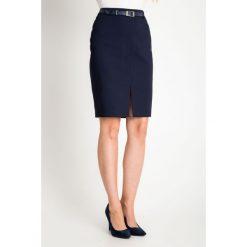 Granatowa spódnica z rozporkiem QUIOSQUE. Szare spódnice damskie QUIOSQUE, ze skóry, biznesowe. W wyprzedaży za 69.99 zł.