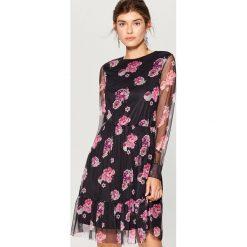 Sukienka w kwiaty - Czarny. Czarne sukienki damskie Mohito, w kwiaty. Za 119.99 zł.