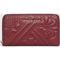 Versace Jeans - Portfel. Czerwone portfele damskie Versace Jeans, z jeansu. W wyprzedaży za 259.90 zł.