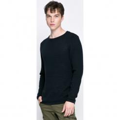 Dissident - Sweter. Czarne swetry przez głowę męskie Dissident, z bawełny, z okrągłym kołnierzem. W wyprzedaży za 34.90 zł.