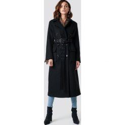 NA-KD Trend Płaszcz z paskiem - Black. Czarne płaszcze damskie NA-KD Trend, w paski. Za 445.95 zł.