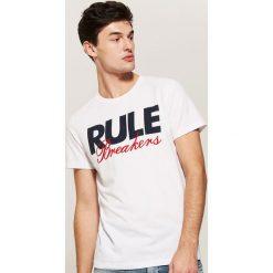 T-shirt z napisem - Biały. Białe t-shirty męskie House, z napisami. Za 29.99 zł.