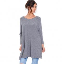 """Sweter """"Lacy"""" w kolorze szarym. Szare swetry damskie Cosy Winter, ze splotem, z asymetrycznym kołnierzem. W wyprzedaży za 181.95 zł."""