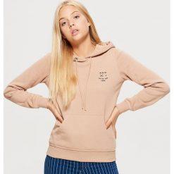 Bluza hoodie - Beżowy. Brązowe bluzy damskie Cropp. Za 69.99 zł.