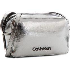 Torebka CALVIN KLEIN - Frame Camera Bag M K60K604398 910. Szare listonoszki damskie Calvin Klein, ze skóry ekologicznej. Za 399.00 zł.