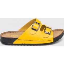 Answear - Klapki Hit Shoes. Żółte klapki damskie ANSWEAR, z materiału. W wyprzedaży za 59.90 zł.