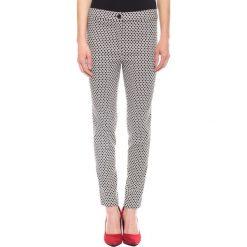 Czarno-białe spodnie w kant BIALCON. Spodnie materiałowe damskie BIALCON. W wyprzedaży za 93.00 zł.