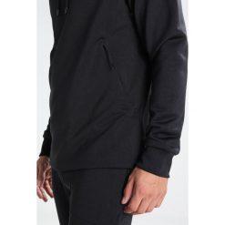J.LINDEBERG ACT MIX TECH TERRY Bluza z kapturem black. Bluzy męskie J.LINDEBERG, z bawełny. W wyprzedaży za 471.20 zł.