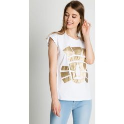 Bawełniana bluzka ze złotą aplikacją BIALCON. Żółte bluzki damskie BIALCON, z aplikacjami, z bawełny, sportowe. Za 119.00 zł.
