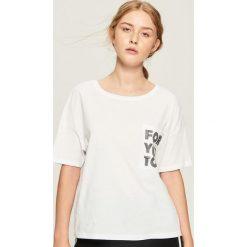 Bawełniany t-shirt z kieszenią - Biały. Białe t-shirty damskie Sinsay, z bawełny. Za 24.99 zł.