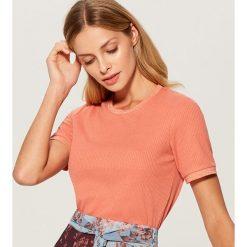 Koszulka z ozdobną lamówką - Pomarańczo. Różowe t-shirty damskie Mohito. Za 49.99 zł.