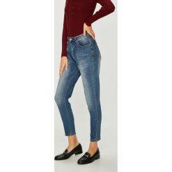 Medicine - Jeansy Royal Purple. Fioletowe jeansy damskie MEDICINE. W wyprzedaży za 99.90 zł.