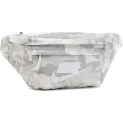 Saszetka nerka NIKE - Sportswear Tech BA5795-121 Szary. Szare saszetki męskie Nike, z materiału, młodzieżowe. Za 139.00 zł.
