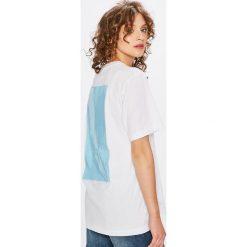 Calvin Klein Jeans - Top. Szare topy damskie Calvin Klein Jeans, z bawełny, z okrągłym kołnierzem, z krótkim rękawem. W wyprzedaży za 219.90 zł.