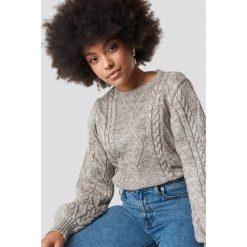 Trendyol Sweter ze splotem - Beige. Brązowe swetry damskie Trendyol, z dzianiny, z okrągłym kołnierzem. Za 121.95 zł.