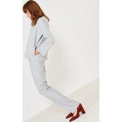 Simple - Spodnie. Szare spodnie materiałowe damskie Simple, z elastanu. W wyprzedaży za 199.90 zł.