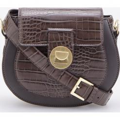 Torebka z teksturą skóry krokodyla - Brązowy. Brązowe torebki do ręki damskie Reserved, ze skóry. Za 119.99 zł.