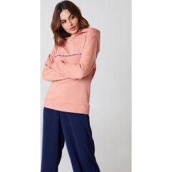 Rut&Circle Bluza z dużym kapturem Penny - Pink. Różowe bluzy damskie Rut&Circle, z nadrukiem. W wyprzedaży za 64.78 zł.