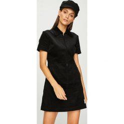 Calvin Klein Jeans - Sukienka. Szare sukienki damskie Calvin Klein Jeans, z bawełny, casualowe, z krótkim rękawem. Za 499.90 zł.