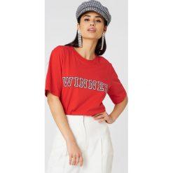 Storm&Marie T-shirt Winner - Red. Czerwone t-shirty damskie Storm&Marie, z nadrukiem, z dzianiny. Za 202.95 zł.