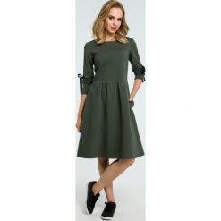 Sukienka z wiązanymi lampasami moe388. Brązowe sukienki dla dziewczynek MOE, eleganckie. Za 139.00 zł.