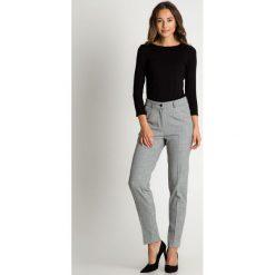 Spodnie cygaretki w kratkę BIALCON. Białe spodnie materiałowe damskie BIALCON, w kratkę. Za 279.00 zł.