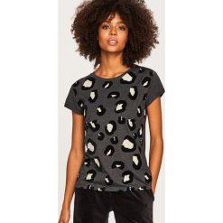 T-shirt w zwierzęcy wzór - Szary. Szare t-shirty damskie Reserved, z motywem zwierzęcym. Za 39.99 zł.