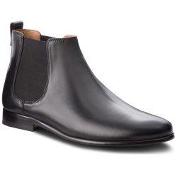 Sztyblety CLARKS - Form Chelsea 261354667 Black Leather. Czarne botki męskie Clarks, ze skóry. W wyprzedaży za 439.00 zł.