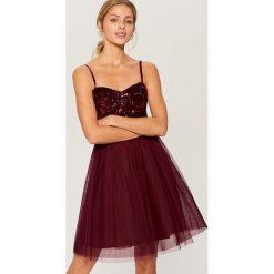 Rozkloszowana sukienka z cekinowym topem - Bordowy. Czerwone sukienki damskie Mohito. Za 179.99 zł.