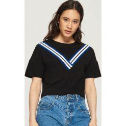 T-shirt z ozdobnymi taśmami - Czarny. T-shirty damskie marki DOMYOS. W wyprzedaży za 19.99 zł.