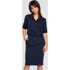 Sukienka sportowa podwijane rękawy bee-056. Niebieskie sukienki damskie BEE, z dresówki, biznesowe. Za 139.90 zł.