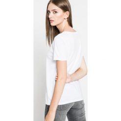 Pepe Jeans - Top. Szare topy damskie Pepe Jeans, z nadrukiem, z bawełny, z okrągłym kołnierzem, z krótkim rękawem. W wyprzedaży za 69.90 zł.