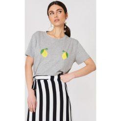NA-KD T-shirt Lemon - Grey. Szare t-shirty damskie NA-KD, z nadrukiem, z dżerseju. W wyprzedaży za 51.07 zł.