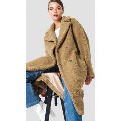 NA-KD Trend Płaszcz z dużym kołnierzem Teddy - Brown. Brązowe płaszcze damskie NA-KD Trend, z dzianiny. Za 323.95 zł.