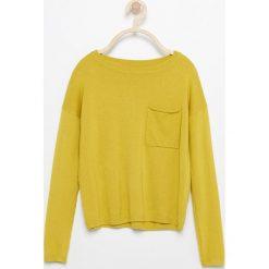 Sweter z kieszenią - Zielony. Swetry damskie marki bonprix. W wyprzedaży za 29.99 zł.