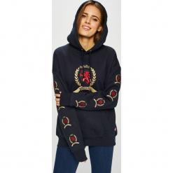 Tommy Jeans - Bluza. Czarne bluzy damskie Tommy Jeans, z aplikacjami, z bawełny. Za 649.90 zł.