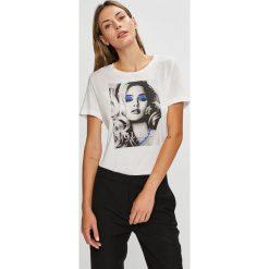 Guess Jeans - Top. Szare topy damskie Guess Jeans, z jeansu, bez rękawów. Za 189.90 zł.