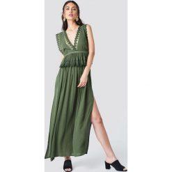 Trendyol Sukienka maxi z rozcięciami - Green. Zielone sukienki damskie Trendyol, z koronki, z dekoltem na plecach. Za 141.95 zł.