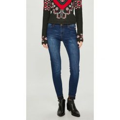 Desigual - Jeansy Kentya. Niebieskie jeansy damskie Desigual. W wyprzedaży za 239.90 zł.