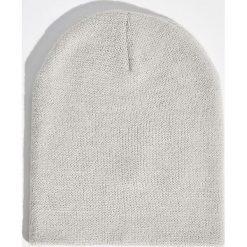 Gładka czapka - Jasny szar. Czapki i kapelusze damskie marki Sinsay. W wyprzedaży za 9.99 zł.
