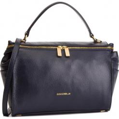 Torebka COCCINELLE - DHA Atsuko E1 DHA 18 01 01 Bleu B11. Czarne torebki do ręki damskie Coccinelle, ze skóry. Za 1,549.90 zł.