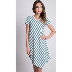 Morska sukienka w paski  BIALCON. Zielone sukienki damskie BIALCON, na lato, w paski, biznesowe, z asymetrycznym kołnierzem. W wyprzedaży za 104.00 zł.