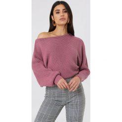 NA-KD Dzianinowy sweter z odkrytymi ramionami - Purple. Fioletowe swetry damskie NA-KD, z bawełny. Za 121.95 zł.