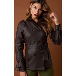 NA-KD Trend Krótka kurtka z paskiem - Brown. Brązowe kurtki damskie NA-KD Trend, w paski, z materiału. Za 323.95 zł.