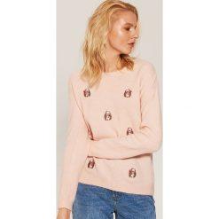 Sweter w jeżyki - Różowy. Czerwone swetry damskie House. Za 79.99 zł.