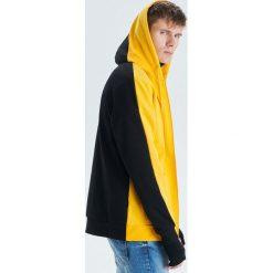 Dwukolorowa bluza - Żółty. Żółte bluzy męskie Cropp. Za 119.99 zł.