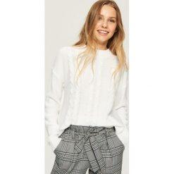 Sweter z warkoczowym splotem - Kremowy. Białe swetry damskie Sinsay, ze splotem. Za 49.99 zł.