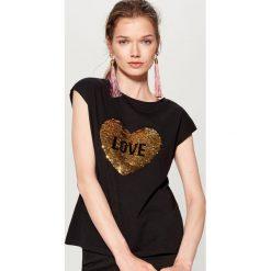 Bawełniana koszulka z nadrukiem - Czarny. Czarne bluzki damskie Mohito, z nadrukiem, z bawełny. Za 39.99 zł.